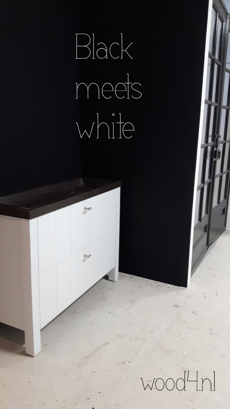 black.white.wood4