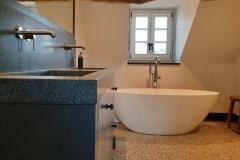 Lavello-wood4-landelijk-badkamermeubel-maatwerk-eikenhout-graniet-solidsurface-vrijstaand-bad